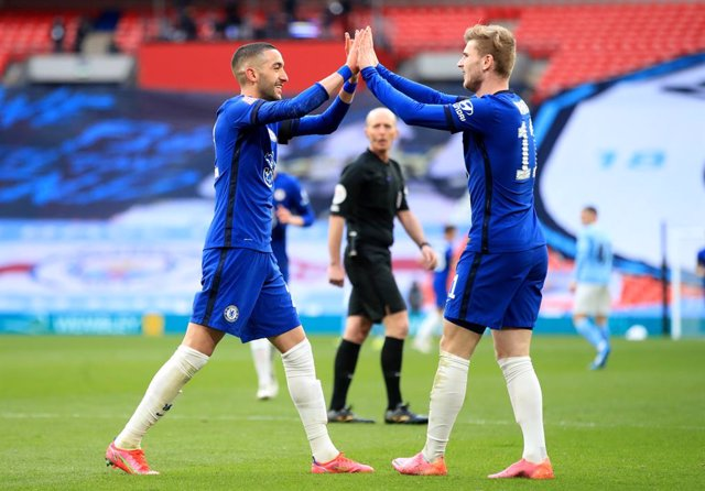 17 April 2021, United Kingdom, London: Chelsea's Hakim Ziyech celebrates scoring his side's first goal with teammate Timo Werner (R) during the English FA Cup semi-final soccer match between Chelsea FC and Manchester City at Wembley Stadium. Photo: Adam D