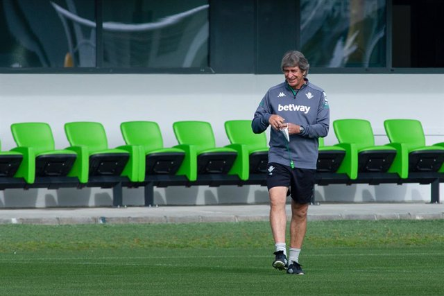 Manuel Pellegrini, head coach, in action during training of Real Betis Balompie at Luis del Sol Sport City on April 23, 2021 in Sevilla, Spain.