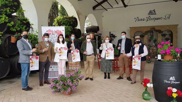 Autoridades en la presentación de una nueva edición de Patios de Bodega de Montilla.