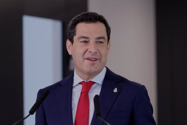 El presidente de la Junta de Andalucía, Juanma Moreno, este viernes en Almería.