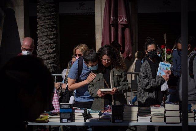 Parada de llibres durant la Diada de Sant Jordi
