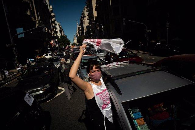 Trabajadores del sector educativo demandan la suspensión de las clases presenciales en Buenos Aires ante el incremento de casos de coronavirus.