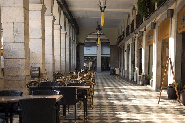 Archivo - Arxiu - Ambient buit en una terrassa situada a Girona, Catalunya