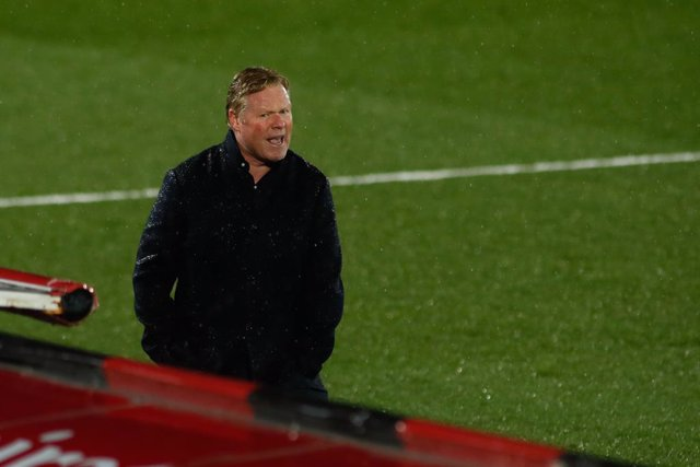 MADRID, SPAIN - APRIL 10: Ronald Koeman, coach of FC Barcelona, gestures during the spanish league, La Liga, football match played between Real Madrid and FC Barcelona at Alfredo Di Stefano stadium on April 10, 2021 in Madrid, Spain.