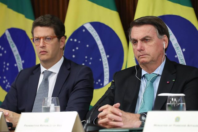 HANDOUT - 22 April 2021, Brazil, Brasilia: Brazilian President Jair Bolsonaro (R) attends the virtual Leaders Summit on Climate, called on by USPresident Joe Biden. Photo: Marcos Correa/Palácio do Planalto/dpa - ATTENTION: editorial use only and only if