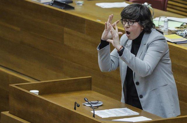 Archivo - La portavoz de Unidas Podemos, Pilar Lima durante una Sesión de Control al Gobierno valenciano, en las Corts valencianes, en Valencia, (España), a 25 de febrero de 2021.
