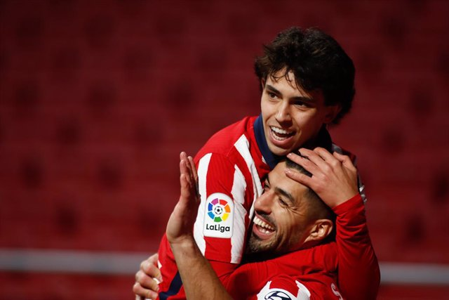 Archivo - Luis Suarez of Atletico de Madrid celebrates a goal with Joao Felix during the spanish league, La Liga, football match played between Atletico de Madrid and Valencia CF at Wanda Metropolitano stadium on january 24, 2021, in Madrid, Spain.