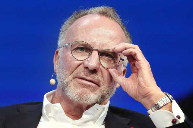 Archivo - FILED - 29 January 2020, North Rhine-Westphalia, Duesseldorf: FC Bayern Munich's CEO Karl-Heinz Rummenigge answers questions at the SpoBis congress. Bayern Munich chief executive Karl-Heinz Rummenigge believes the European Super League has faile
