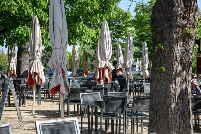 La terraza de un bar en el Parque de El Retiro en Madrid