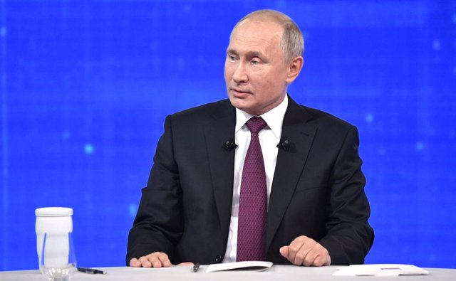 Archivo - HANDOUT - 20 June 2019, Russia, Moscow: Russian President Vladimir Putin attends the annual phone-in show. Photo: -/Kremlin/dpa