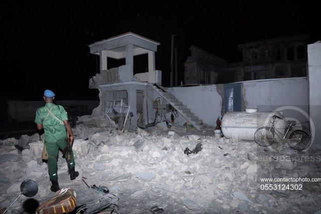 Archivo - Imagen del lugar en que se produjo el atentado del hotel Elite en Mogadiscio.