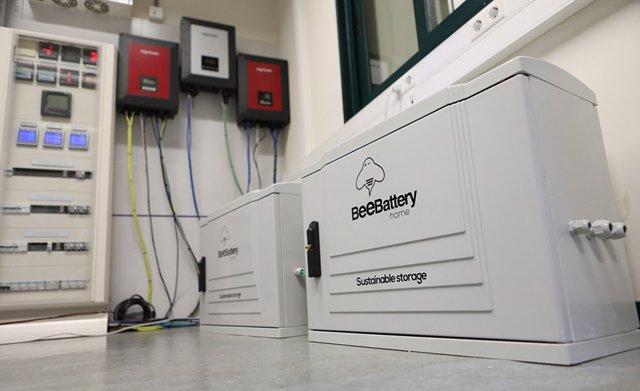 Sistema de baterías conectado a la microrred de la universidad