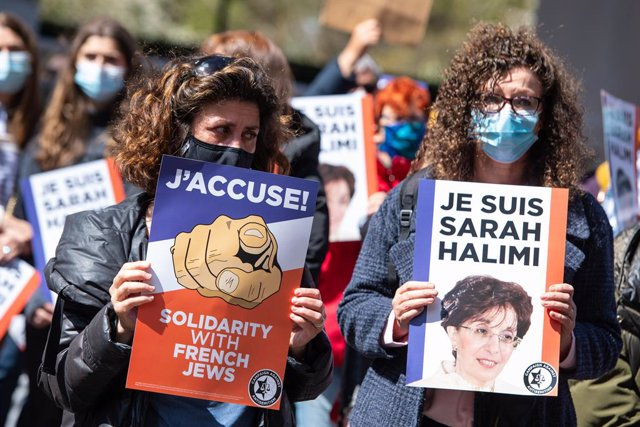 25 April 2021, United Kingdom, London: Protestors hold placards during a demonstration against anti semitism in France, outside the French Embassy in Knightsbridge, following a decision by France's highest court to spare the killer of Sarah Halimi from tr