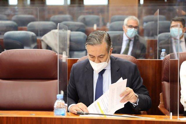 Archivo - El consejero de Justicia, Interior y Víctimas, Enrique López, durante una sesión plenaria en la Asamblea de Madrid (España), a 18 de febrero de 2021.