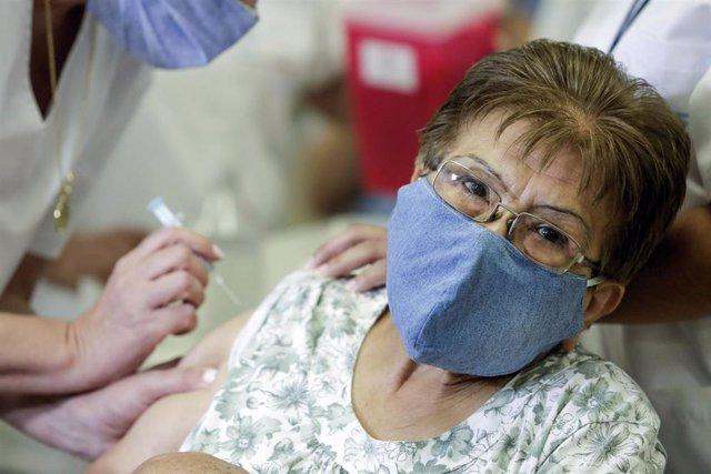 Archivo - Vacuna contra el coronavirus en Argentina