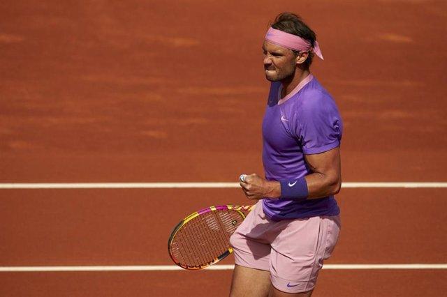 El tenista español Rafa Nadal celebra un punto en su victoria sobre el griego Stefanos Tsitsipas en la final del Barcelona Open Banc Sabadell-68 Trofeo Conde de Godó