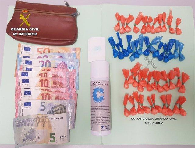Imatge del material que s'ha confiscat a l'interior del bar a Santa Bàrbara (Tarragona).