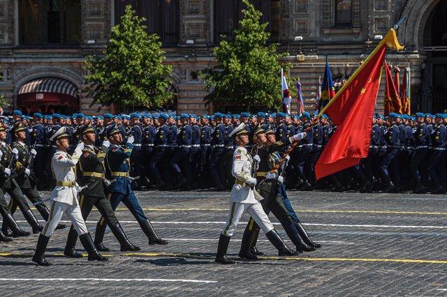 Archivo - Desfile de militares chinos en la Plaza Roja de Moscú