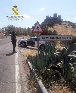 Archivo - Una patrullla de la Guardia Civil en Almodóvar del Río.