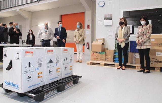 La ministra de Sanidad, Carolina Darias, asiste a la recepción de vacunas Pfizer contra la COVID-19 en La Rioja