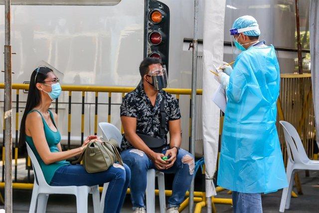 Archivo - Pruebas de coronavirus en Manila, Filipinas