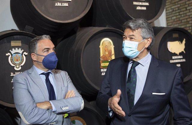 Elías Bendodo con César Saldaña, presidente del Consejo Regulador del vino de Jerez