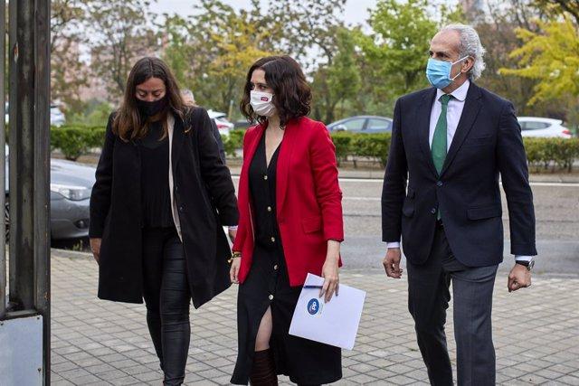 La presidenta de la Comunitat de Madrid, Isabel Díaz Ayuso, i el conseller de Sanitat de la Comunitat de Madrid, Enrique Ruiz Escudero.