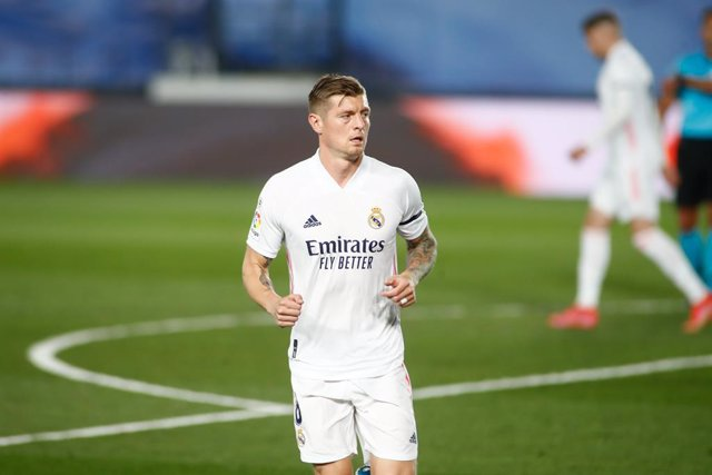 MADRID, SPAIN - APRIL 10: Toni Kroos of Real Madrid looks on during the spanish league, La Liga, football match played between Real Madrid and FC Barcelona at Alfredo Di Stefano stadium on April 10, 2021 in Madrid, Spain.