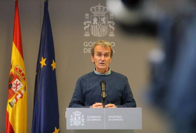 El director del Centro de Alertas y Emergencias Sanitarias (CCAES), Fernando Simón durante una rueda de prensa convocada ante los medios, a 19 de abril de 2021, en el Ministerio de Sanidad, Madrid, (España). Durante la rueda de prensa, Fernando Simón ha i