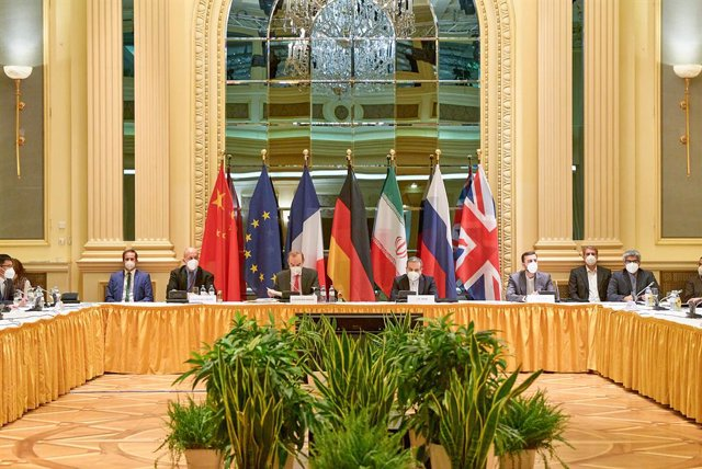 HANDOUT - 20 April 2021, Austria, Vienna: Delegation members from the parties to the Iran nuclear deal - Germany, France, Britain, China, Russia and Iran attend a meeting at the Grand Hotel of Vienna. Photo: Unbekannt/EU DELEGATION VIENNA/dpa - ATTENTION: