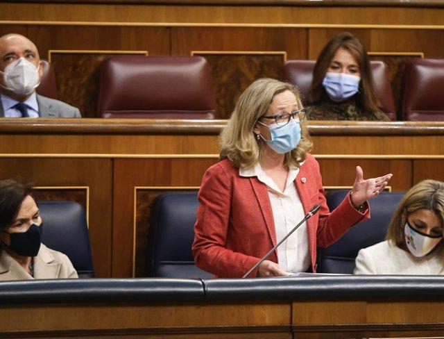 La vicepresidenta segunda del Gobierno, Nadia calviño, responde a la pregunta del portavoz del Grupo Parlamentario Vox, Iván Espinosa de los Monteros, durante la Sesión de Control al Ejecutivo