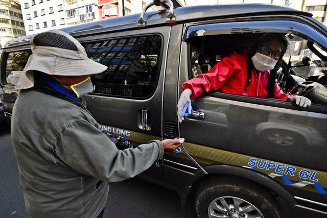 Archivo - El Gobierno de Bolivia ha dado orden a la Policía para que anule las multas por circular sin permiso durante la cuarentena decretada por el coronavirus.