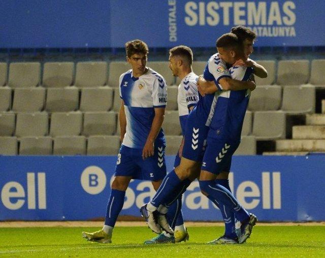 Los jugadores del Sabadell celebran su gol ante el Mallorca en LaLiga SmartBank 2020-2021