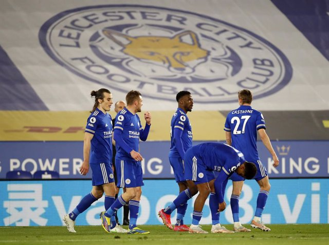 26 April 2021, United Kingdom, Leicester: Leicester City's Kelechi Iheanacho (C) celebrates scoring his side's second goal with teammates during the English Premier League soccer match between Leicester City and Crystal Palace at the King Power Stadium. P