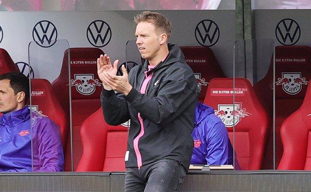 Julian Nagelsmann dirigiendo al Leipzig