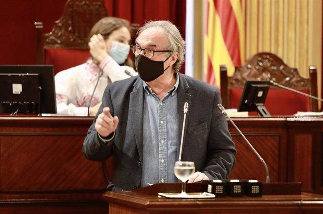 Archivo - El conseller de Educación, Martí March, en el Parlament.