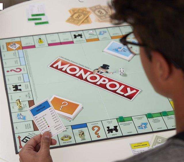 Archivo - Juego de mesa Monopoly