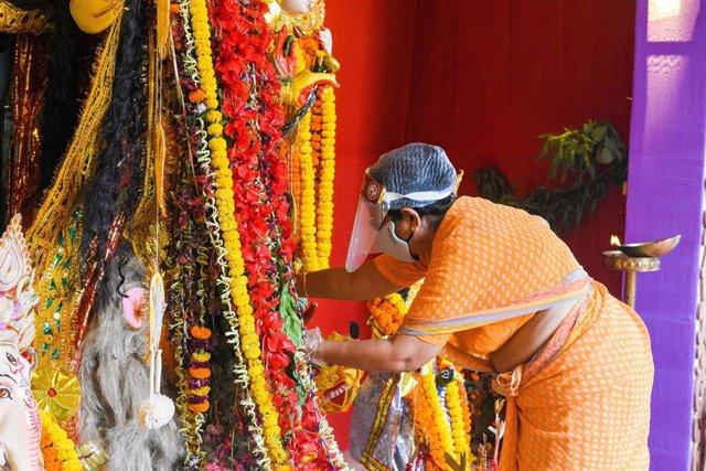 Archivo - Ritual religioso en Calcuta, India