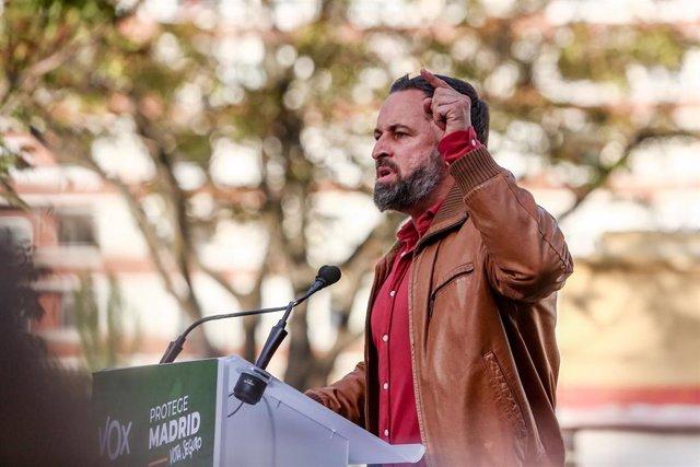 El presidente de Vox, Santiago Abascal, interviene en un mitin en el distrito de Hortaleza, a 20 de abril de 2021, en Madrid (España). Este es uno de los actos de la campaña electoral que está llevando a cabo Vox para los comicios del 4 de mayo.