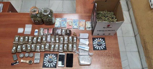 La droga y pastillas intervenidas en un piso de Melilla tras un aviso por música alta
