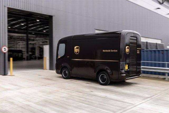 Archivo - Vehículo eléctrico de Arrival para UPS