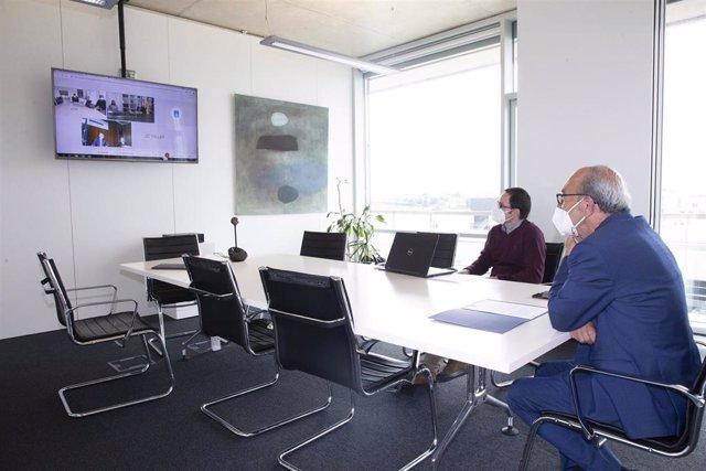 El consejero de Industria, Turismo, Innovación, Transporte y Comercio de Cantabria, Francisco Javier López Marcano, en videoconferencia con los consejeros de Industria de Galicia y Asturias.