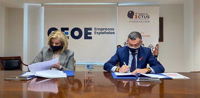 La presidenta de la Fundación de la Confederación Española de Organizaciones Empresariales (CEOE), Fátima Báñez, y el presidente de la Fundación Freno al Ictus, Julio Agredano.