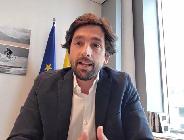 El president de la Comissió d'Afers Jurídics del Parlament Europeu i eurodiputat de Cs, Adrián Vázquez, en el webinari 'Digitalització en l'administració de justícia' de l'Icab i l'Oficina de l'Europarlament a Barcelona.
