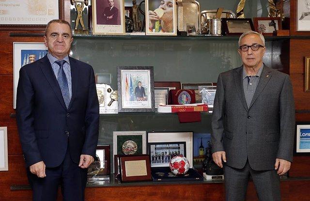 José Manuel Franco junto a Alejandro Blanco en la sede del COE
