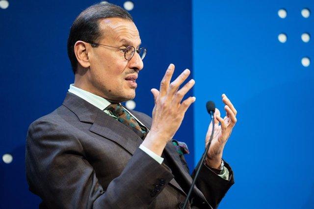 Archivo - HANDOUT - 22 January 2020, Switzerland, Davos: Saudi Minister of Energy Prince Abdulaziz bin Salman al-Saud speaks during a plenary session at the 50th World Economic Forum annual meeting. Photo: Sikarin Fon Thanachaiary/World Economic Forum/dpa