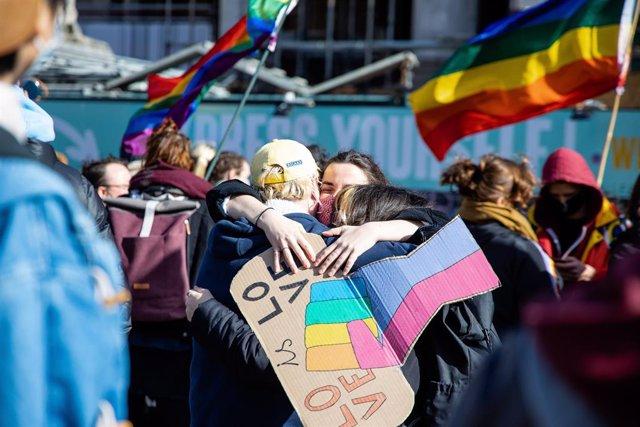 Manifestación en Bruselas, Bélgica, en contra de los ataques a la comunidad LGTBI