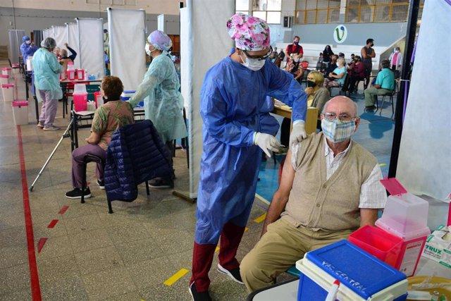 Archivo - Vacunación contra el coronavirus en Argentina