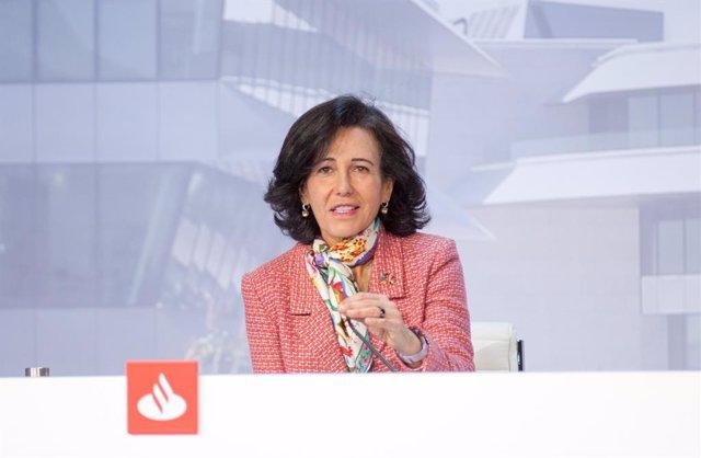 Archivo - Arxivo - La presidenta de Banc Santander, Ana Botí, durant la junta general d'accionistes de 2021.