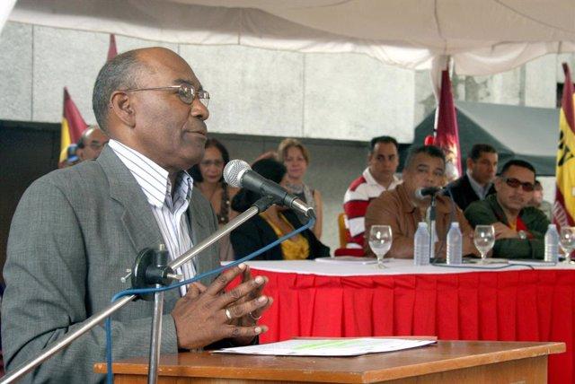 Archivo - El ministro de Educación de Venezuela, Aristóbulo Istúriz